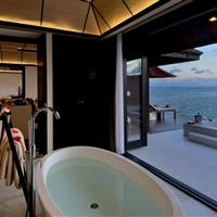 Lily Beach Resort + Spa - Sunset Water Suite - ckmarcopolo.cz