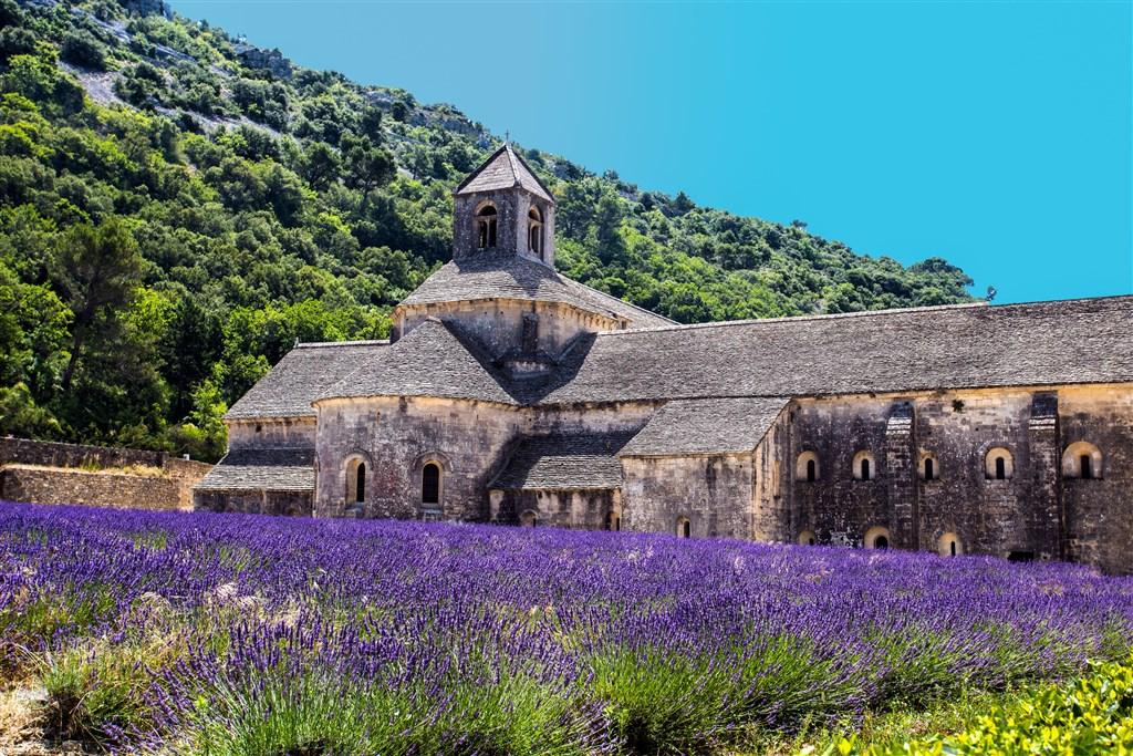 Za památkami a vínem do Provence, v TGV do Paříže - Francie