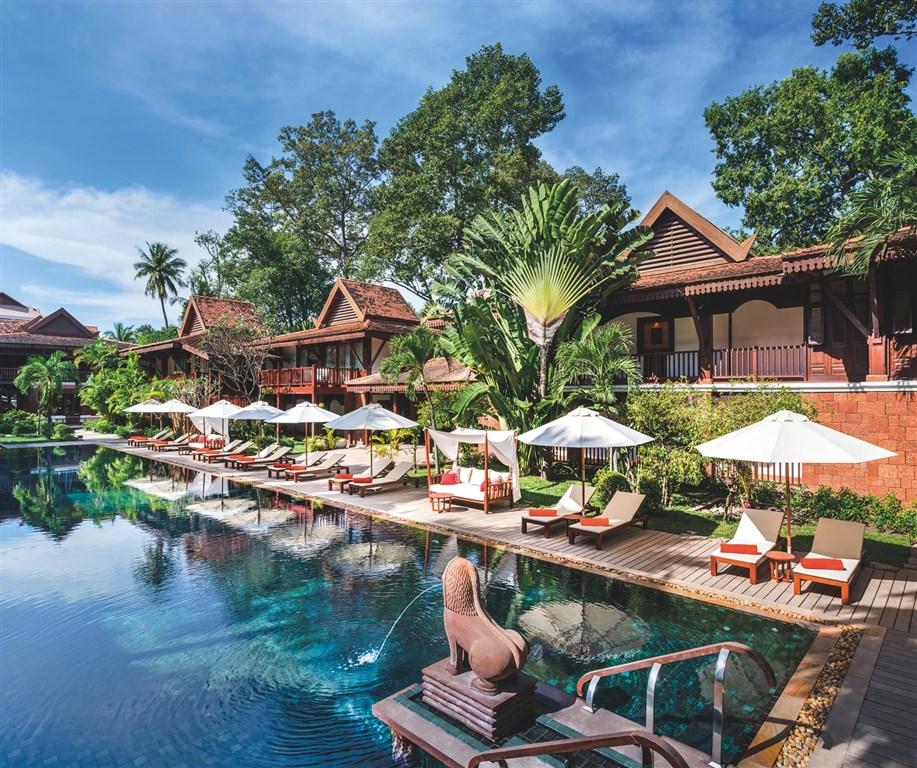 Po návratu z prohlídek chrámů je odpočinek u bazénu výbornou relaxací.