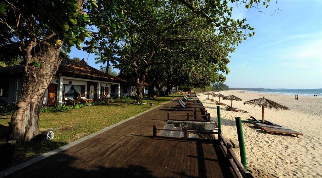 Pláž Ngapali patří k nejhezčím plážím v Barmě a hotel Thande Beach je postavený přímo u ní.