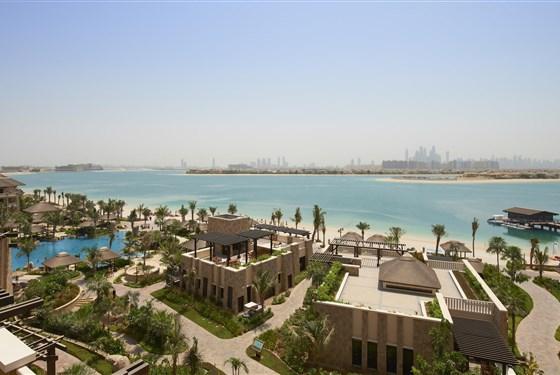 Marco Polo - Sofitel The Palm Dubai - zahrada s bazénem a pláží