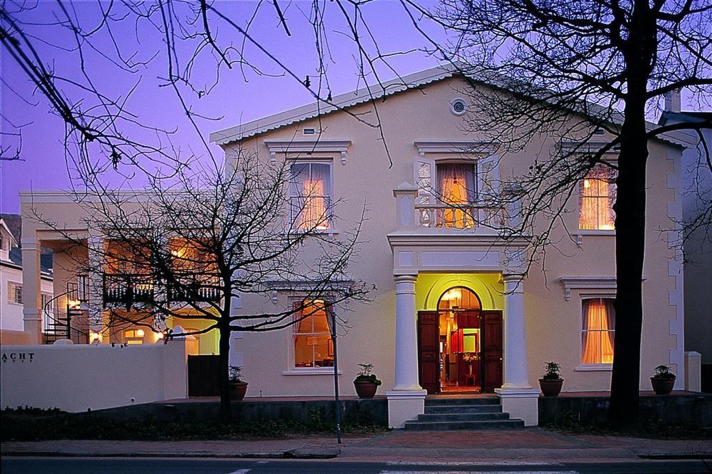 Eendracht Stellenbosch je rekonstruovaná historická budova nedaleko centra Stellenbosche.