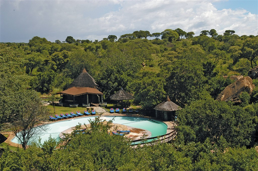Tarangire Sopa Lodge je rozprostřena v buši.