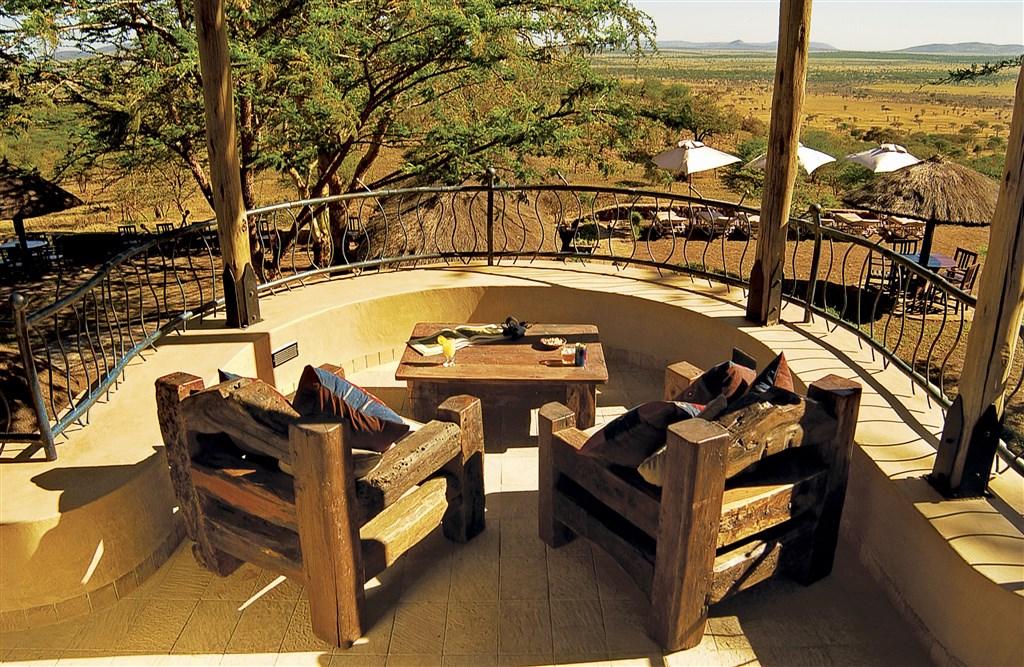 Výhled do rozlehlých plání Serengeti je pro Sopa Lodge typický.