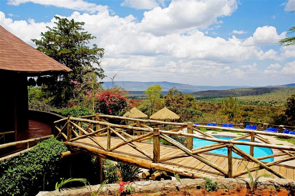 Od bazénu je hezký výhled do okolní krajiny. Masai Mara Sopa Lodge je perfektním zázemím pro vaše safari.