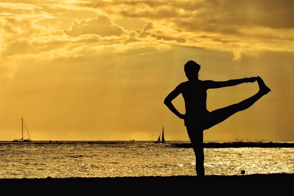 Joga v tropickém ráji na panenském ostrově Koh Hai -