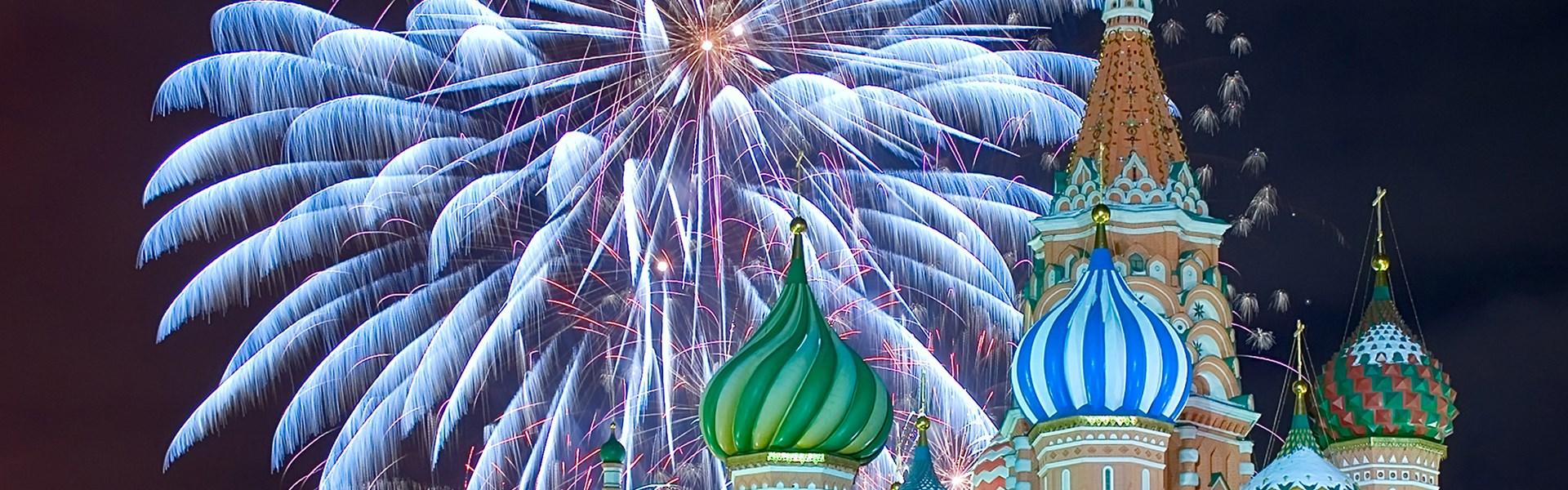 Luxusní Silvestr v Moskvě - Ohňostroj nad chrámem Vasila Blaženého