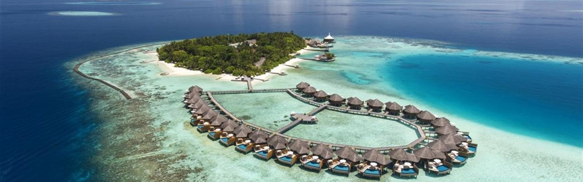 Marco Polo - Baros Maldives Resort 5* - - Pohled na ostrov s vilami nad vodou