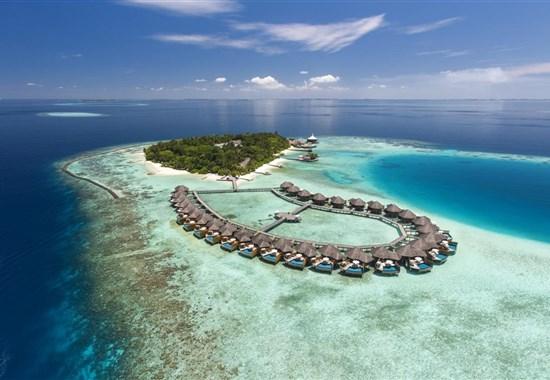 Baros Maldives Resort 5* - Maledivy - - Pohled na ostrov s vilami nad vodou