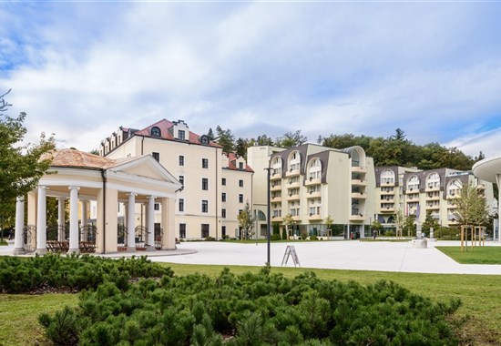 Grand Hotel Sava/Lux a Hotel Zagreb - Slovinsko -