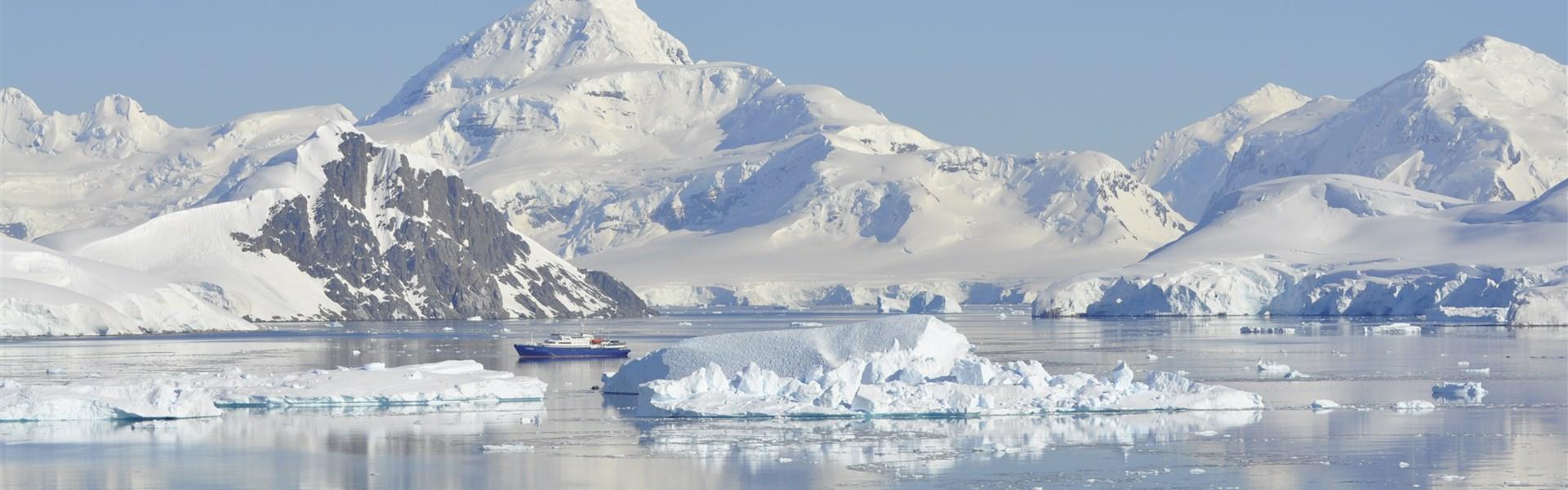 Antarktida a Arktida -