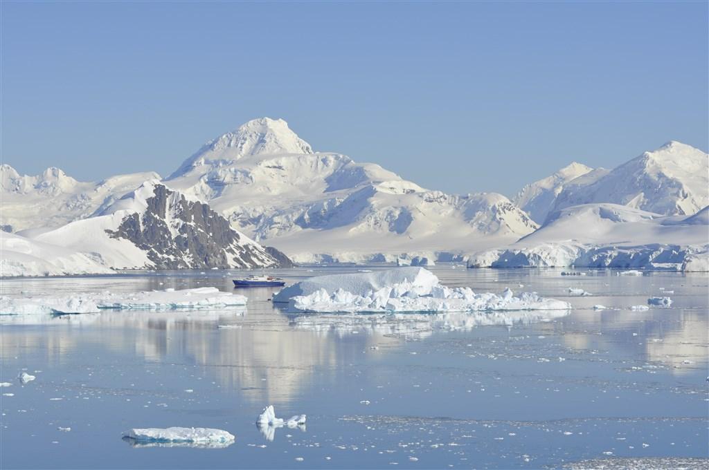 Antarktida a Arktida